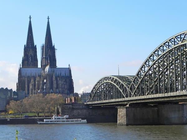Nhà thờ Cologne nhìn từ xa