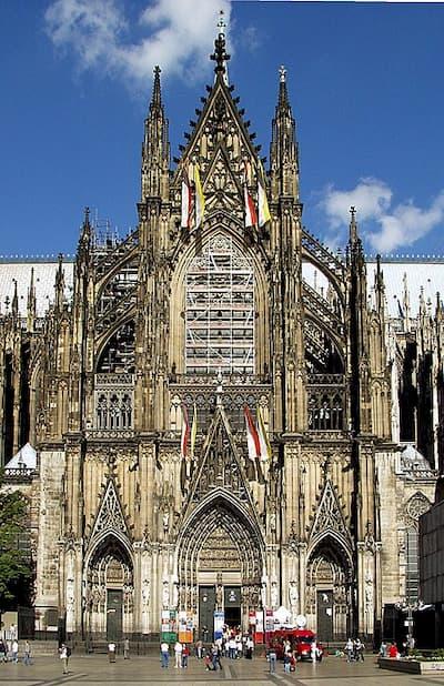 Mặt phía nam của nhà thờ