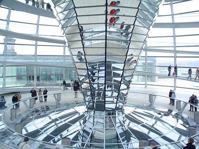 mái vòm toa nha Reichstag