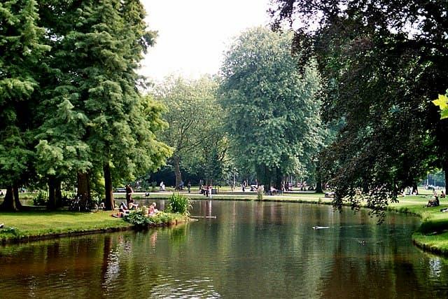 Vondelpark dia diem tham quan Amsterdam